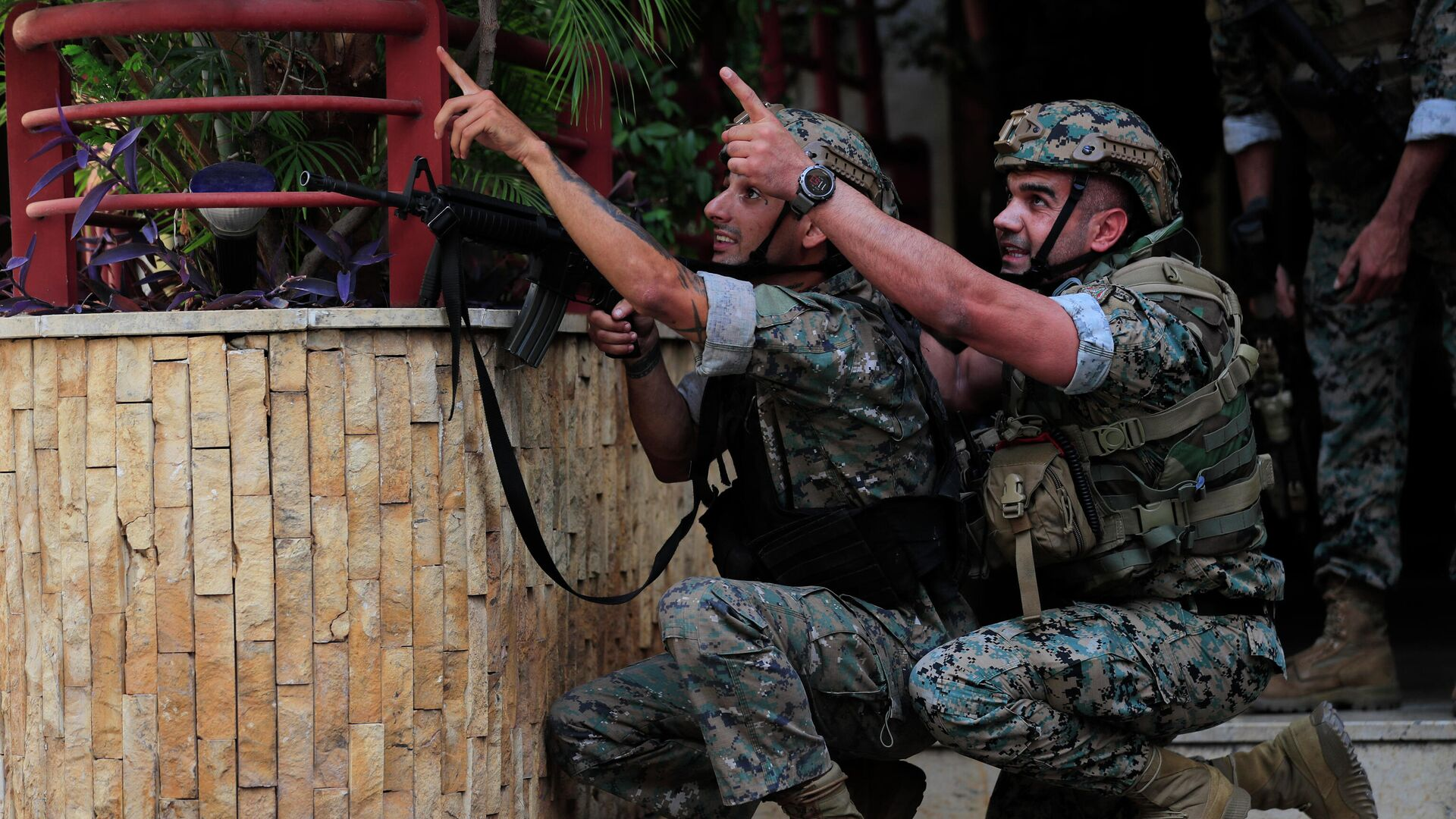 Lebanese security forces react to gunfire during a protest in Beirut, Lebanon, Thursday, Oct. 14, 2021 - Sputnik International, 1920, 14.10.2021