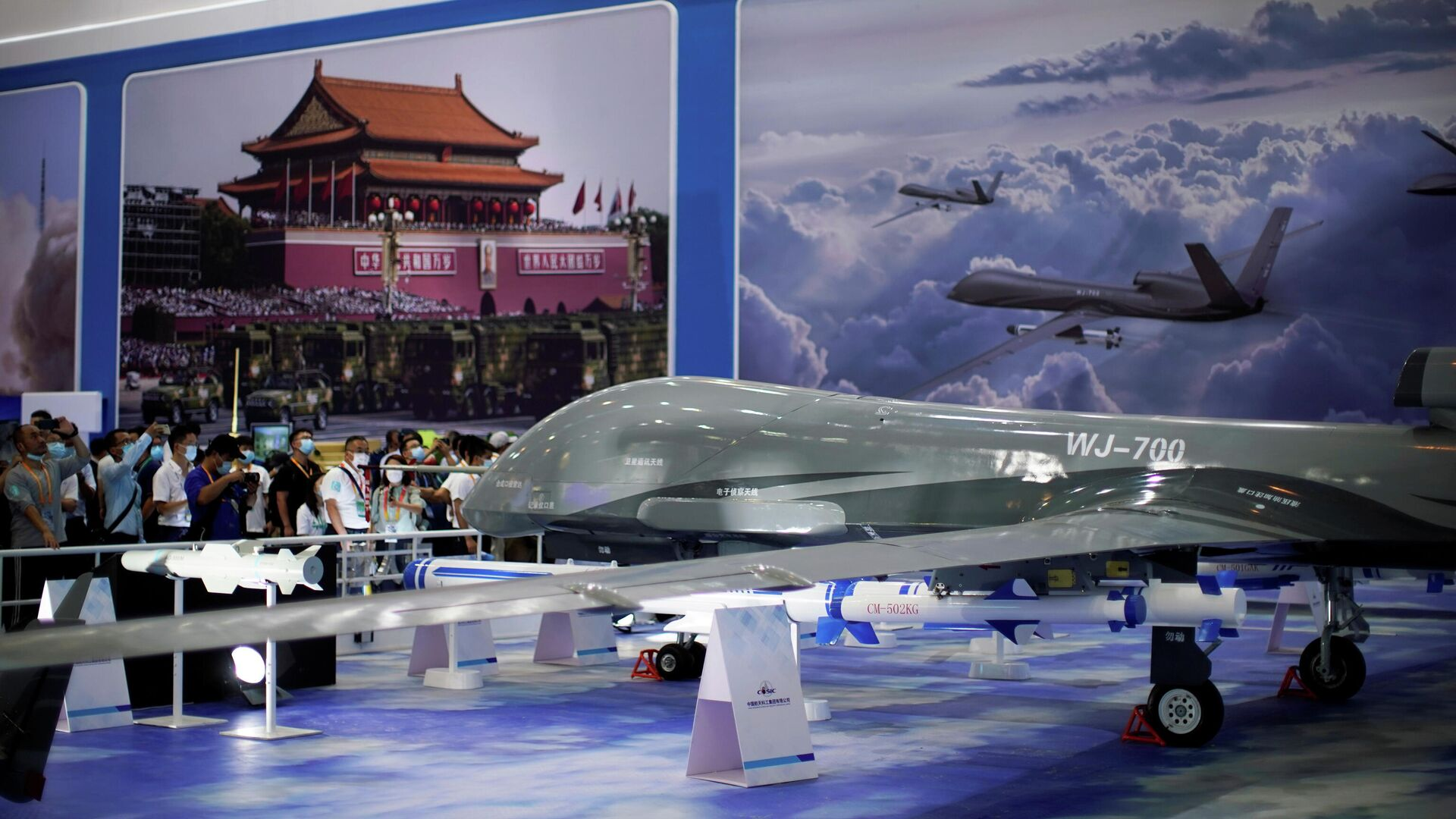 Visitors stand near a model of WJ-700 armed reconnaissance drone displayed at the China International Aviation and Aerospace Exhibition, or Airshow China, in Zhuhai, Guangdong province, China September 28, 2021 - Sputnik International, 1920, 14.10.2021