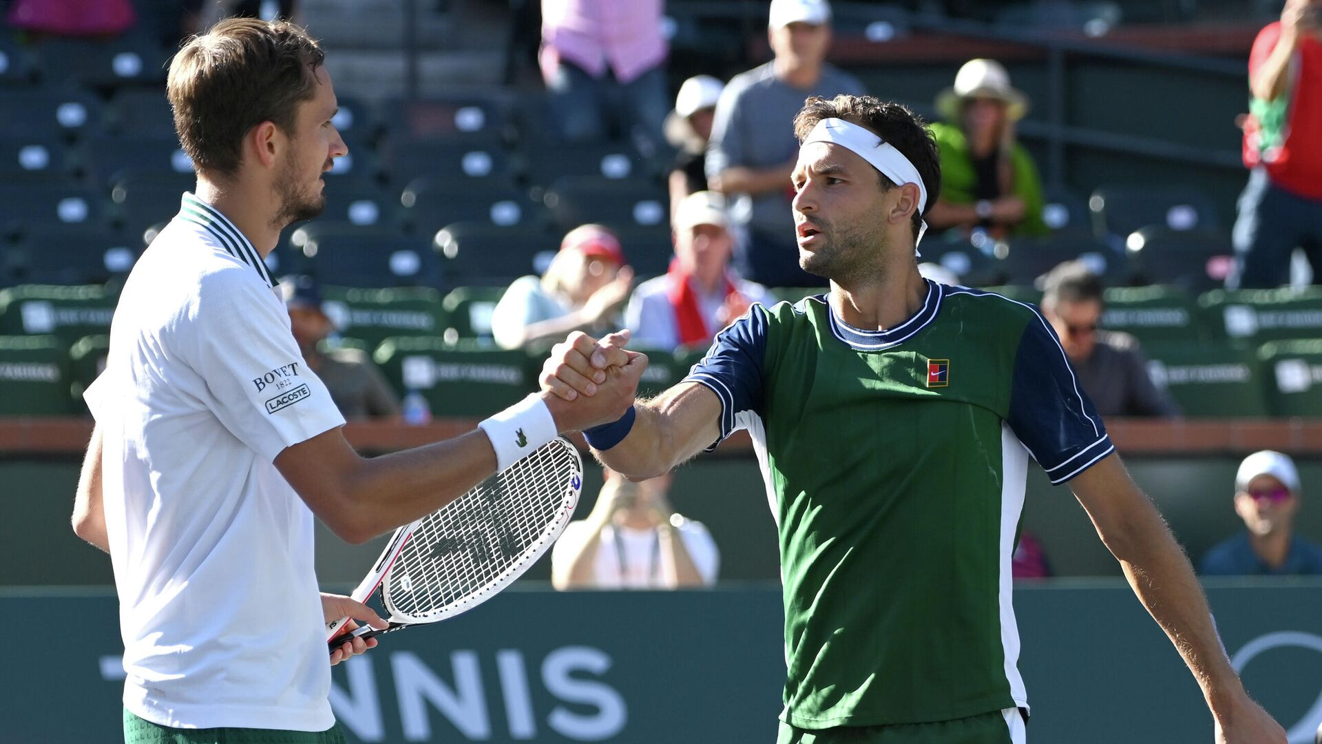 Oct 13, 2021; Indian Wells, CA, USA; Daniil Medvedev (RUS) shakes hands with Grigor Dimitrov (BUL) after their fourth round match during the BNP Paribas Open at the Indian Wells Tennis Garden - Sputnik International, 1920, 14.10.2021