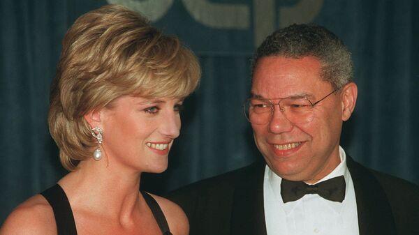 Принцесса Диана и отставной генерал Колин Пауэлл во время беседы в Нью-Йорке, 1995 год  - Sputnik International