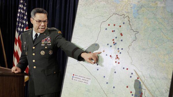 Председатель Объединенного комитета начальников штабов Колин Пауэлл указывает на авиабазы в Ираке во время презентации в Пентагоне, 1991 год - Sputnik International