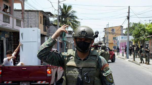 A soldier of the armed forces patrols a street after Ecuador's President Guillermo Lasso declared a 60 day state of emergency over rising crime in Guayaquil, Ecuador, October 19, 2021. - Sputnik International