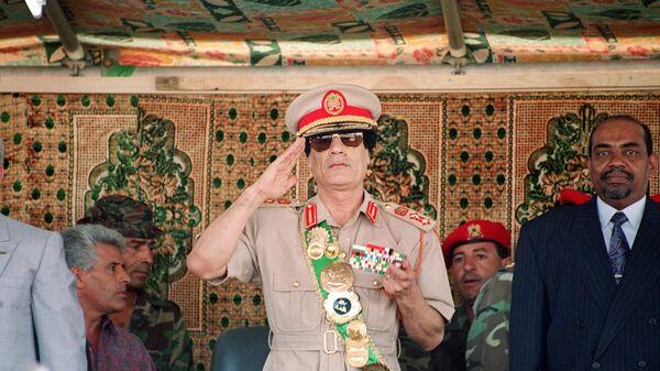 Лидер Ливии Муаммар Каддафи на военном параде в честь 25-летия его прихода к власти в Триполи, 1994 год - Sputnik International