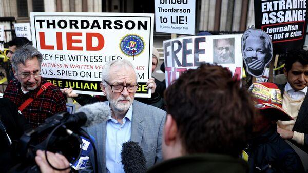 Supporters of Wikileaks founder Julian Assange protest in London - Sputnik International