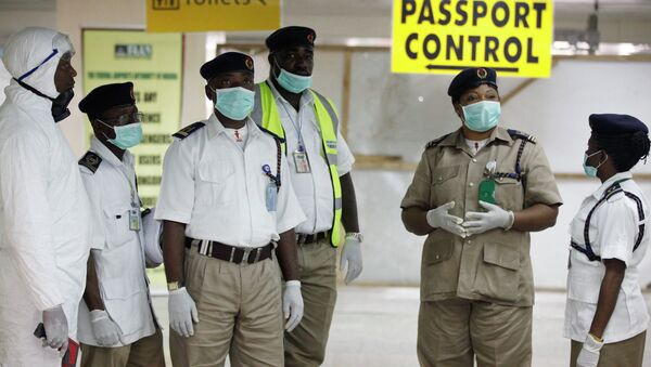 Health service workers are waiting for passengers at a Nigerian airport. - Sputnik International