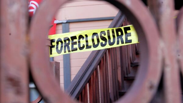 Foreclosure sign shown through a front gate of a foreclosed home in Oakland, California - Sputnik International