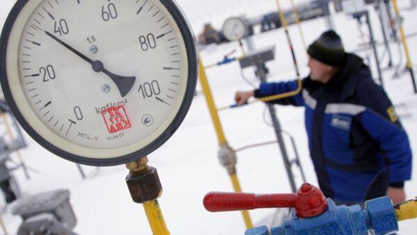 A worker at a Gazprom pipeline - Sputnik International