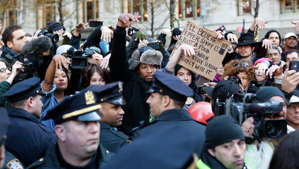 Occupy Wall Street protestors show they disapprove of police demanding that drums not be played in Zuccotti park due to a noise complaint from nearby residents on Thanksgiving day, Thursday, Nov. 24, 2011, in New York. Although the crowd insisted they had a right to play, the drummer in question opted to refrain from playing to avoid a confrontation with police. - Sputnik International