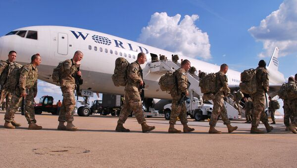 Soldiers from the 101st Airborne Division line up on Wednesday, May 8, 2013 to board a plane at Fort Campbell, Ky., to go to Afghanistan - Sputnik International