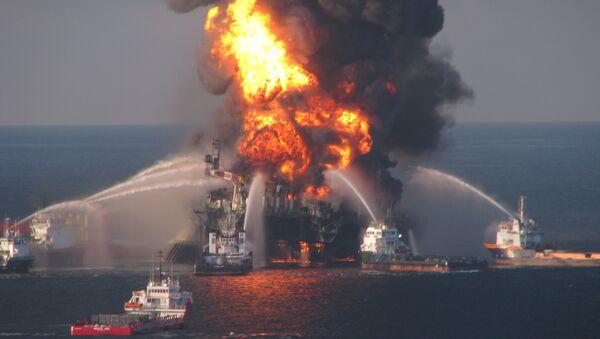 Fire boat response crews battle the blazing remnants of the off shore oil rig Deepwater Horizon on April 21, 2010. - Sputnik International