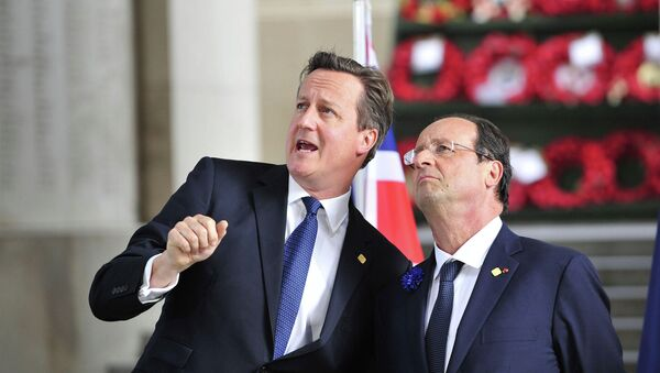 David Cameron and Francois Hollande - Sputnik International