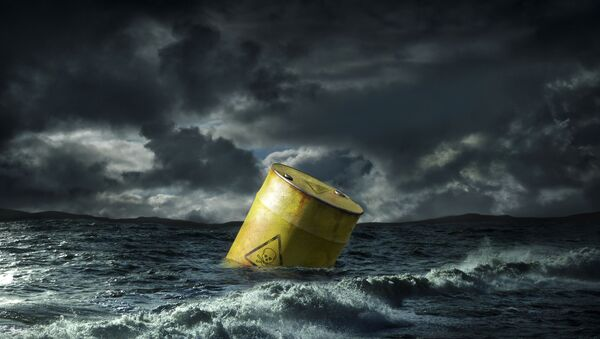 Oil barrel floating in stormy sea, UK - Sputnik International