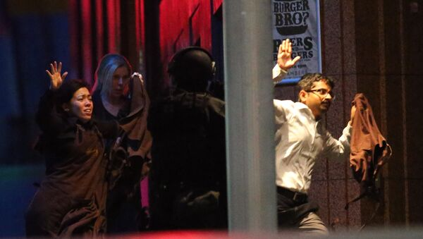 Hostages run towards armed tactical response police as they run to freedom from a cafe under siege at Martin Place in the central business district of Sydney, Australia - Sputnik International