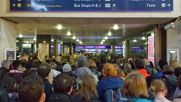 Commuter chaos as bus drivers strike in the UK  - Sputnik International
