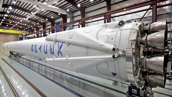 SpaceX booster rocket in berth. - Sputnik International