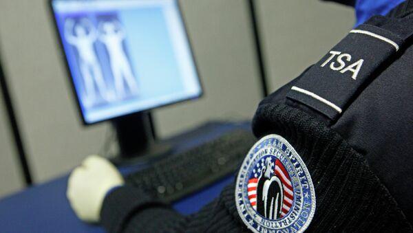 """The TSA recently proposed an expansion of its fastlane-through-airport-security program, that would involve checking passengers' """"commercial data"""" - such as social media posts and recent purchases. - Sputnik International"""