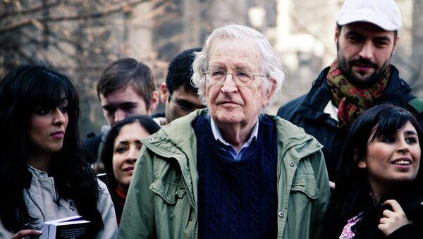 Noam Chomsky accuses American Sniper of being propaganda. - Sputnik International