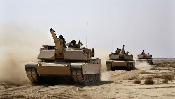 Iraqi Army M1 Abrams tanks, purchased from the U.S., maneuver during a live fire exercise outside Baghdad. - Sputnik International