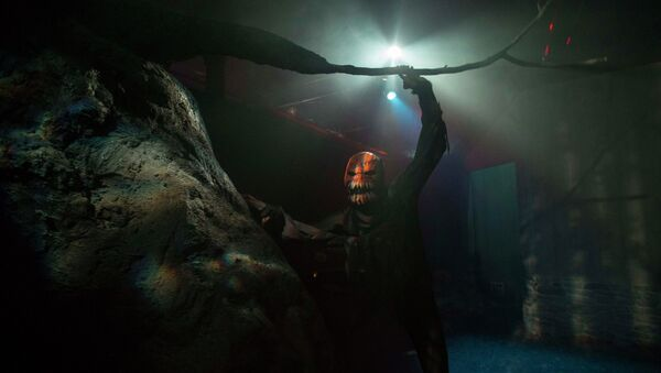 An actor is seen inside the Legend of Sleepy Hollow room at Nightmare: New York, a haunted house for adults, in New York October 22, 2014. With Hollywood-grade stagecraft and professional actors, haunted houses are in increasingly high demand - Sputnik International