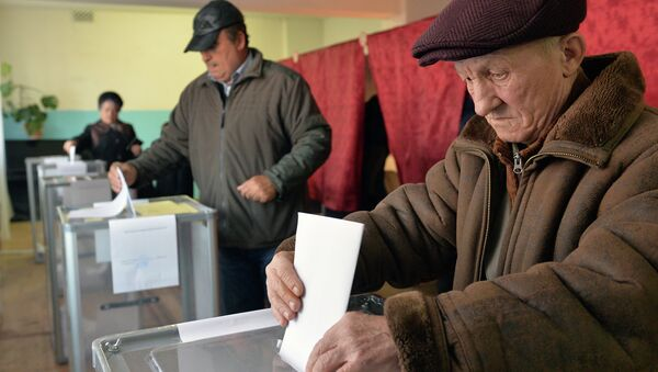Donetsk residents participate in elections of the head of DNR and deputies of National Council of the republic on November 2, 2014. - Sputnik International