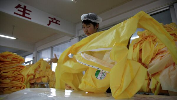 6,000 protective Ebola suits are being made every day in a Chinese factory - Sputnik International