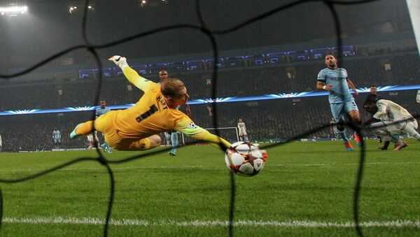 Manchester's City's goalkeeper Joe Hart (front) fails to save a goal by CSKA Moscow's Seydou Doumbia during their Champions League soccer match at the Etihad stadium in Manchester, northern England November 5, 2014 - Sputnik International