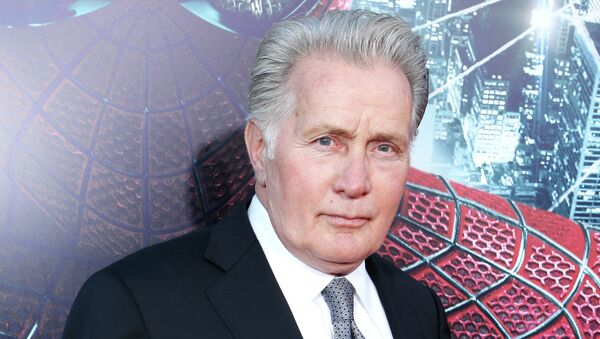 Amnesty International and Hollywood actor Martin Sheen are set to join forces to hold the Union Carbide chemical company accountable for Bhopal incident - Sputnik International