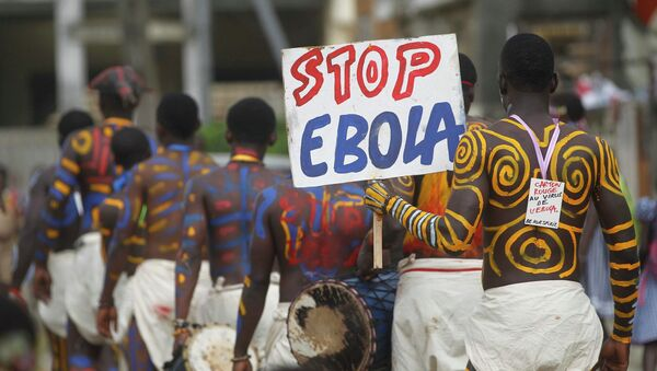 Actors parade on a street after performing at Anono school, during an awareness campaign against Ebola in Abidjan - Sputnik International