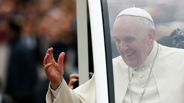 Pope Francis waves as he arrives to lead his weekly general audience in Saint Peter's Square at the Vatican November 12, 2014 - Sputnik International