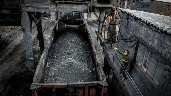 Loading coal at the Chelyuskintsev mine in Donetsk - Sputnik International