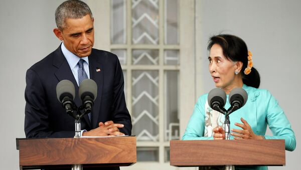 President Barack Obama and Myanmar opposition leader Aung San Suu Kyi met Friday at her home in Yangon to discuss the country's efforts toward democratization. - Sputnik International