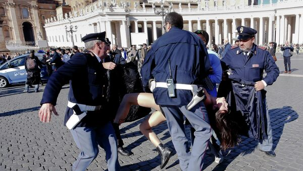 Italian police officers carrying a Femen activist off St. Peter's Square following an explicit protest by three young women at the Vatican on Friday. - Sputnik International