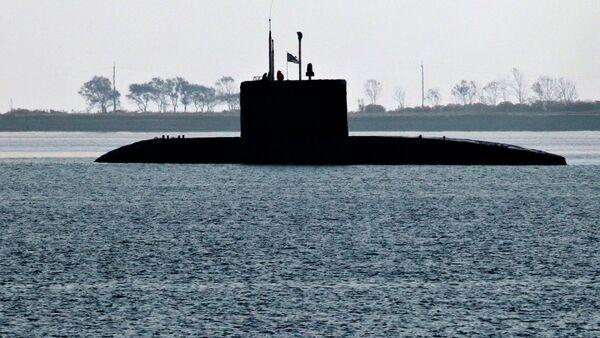 Diesel submarine of the Varshavyanka class before diving underwater during exercises of the Pacific Fleet in Patroclus Bay near Vladivostok - Sputnik International