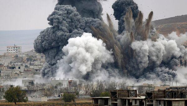 Smoke rises from the Syrian city of Kobani - Sputnik International