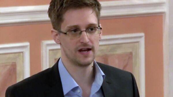 Former NSA contractor Edward Snowden - Sputnik International