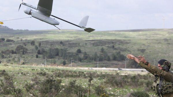 An Israeli soldier launches the Skylark drone during a drill near Bat Shlomo. - Sputnik International