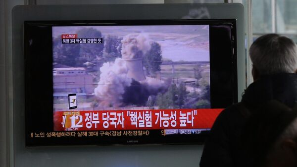 A South Korean man watches a TV news showing a file footage of North Korea's nuclear test at the Seoul train station in Seoul, South Korea - Sputnik International