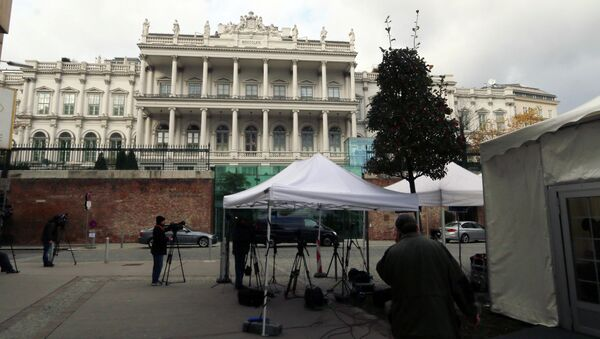 Journalists are waiting in front of Palais Coburg where closed-door nuclear talks with Iran take place in Vienna, Austria, Thursday, Nov. 20, 2014 - Sputnik International