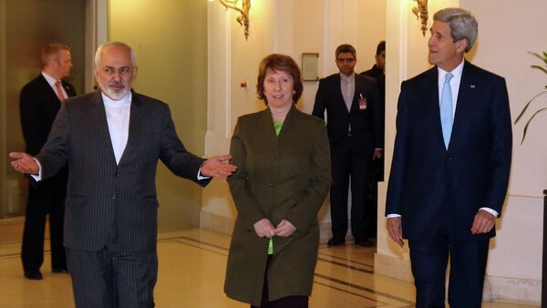 Iranian Foreign Minister Mohammad Javad Zarif, left, U.S. Secretary of State John Kerry, right, and former EU foreign policy chief Catherine Ashton arrive for a closed-door nuclear talks with Iran in Vienna, Austria, Thursday, Nov. 20, 2014. - Sputnik International