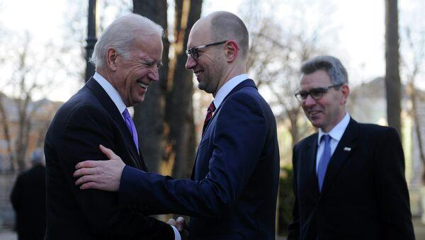 U.S. Vice President Joe Biden, left, and Ukrainian Prime Minister Arseniy Yatsenyuk - Sputnik International