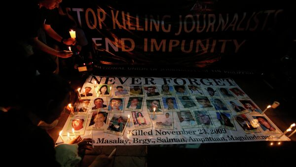 Journalists light candles for their colleagues killed in Maguindanao province in 2009, at the EDSA shrine in Mandaluyong city, Metro Manila - Sputnik International
