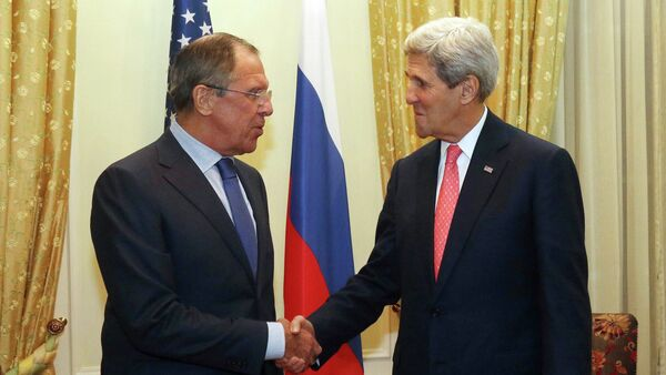 Russian Foreign Minister Sergey Lavrov (L) and U.S. Secretary of State John Kerry (R) shake hands as they pose for a photograph prior to a bilateral meeting on the sidelines of the closed-door nuclear talks with Iran - Sputnik International