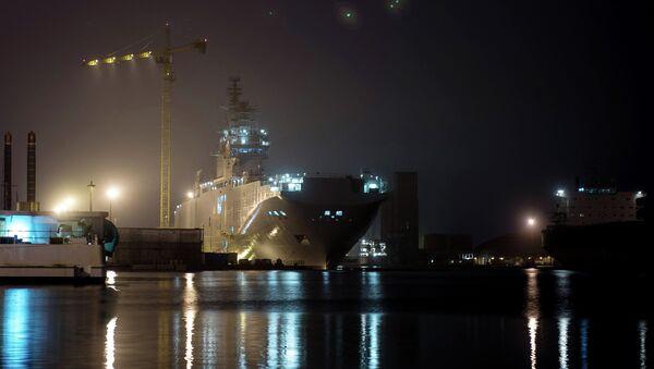 The Sevastopol amphibious assault ship of the Mistral class at the STX Europe shipyard in Saint-Nazaire. - Sputnik International