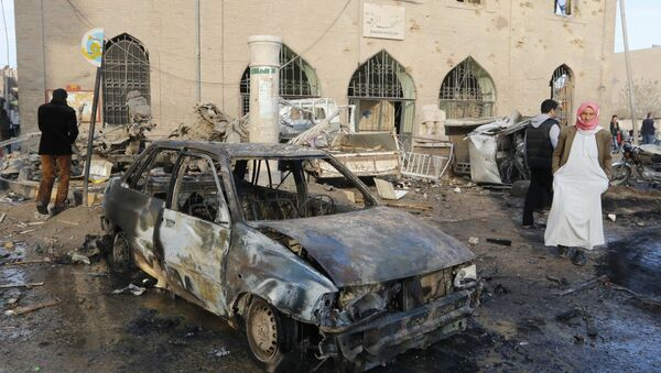 The wreckage of a car outside Raqqa Museum - Sputnik International