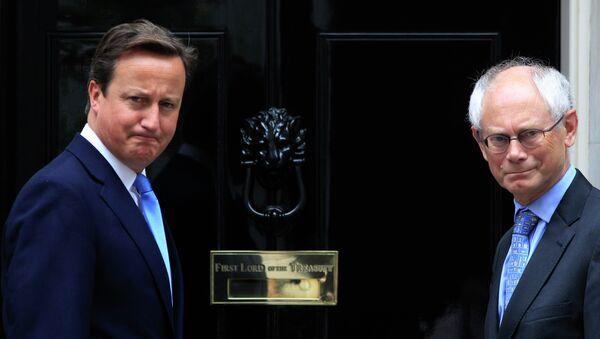 Britain's Prime Minister David Cameron, left, poses for members of the media with Herman van Rompuy, right - Sputnik International