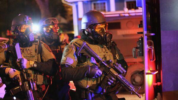 Ferguson protester said military personnel made 'trigger signal' at him - Sputnik International