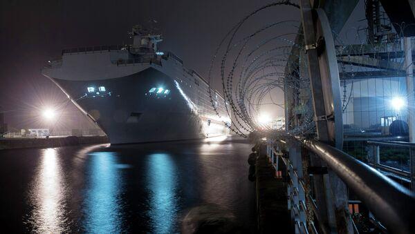 The Vladivostok amphibious assault ship of the Mistral class at the STX Europe shipyard in Saint-Nazaire - Sputnik International