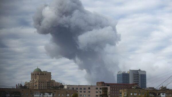 Smoke rises after shelling in the city of Donetsk, eastern Ukraine, Monday, October 20, 2014 - Sputnik International
