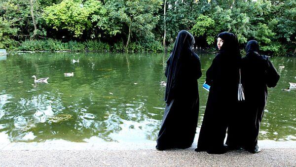 Young Muslim Women in Hyde Park, London - Sputnik International