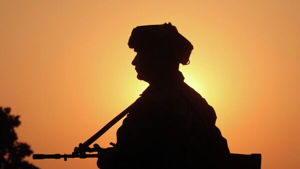 An Indian army soldier keeps vigil near the site of a gunbattle with suspected militants at Pindi Khattar village in Arnia near the border with Pakistan November 27, 2014 - Sputnik International
